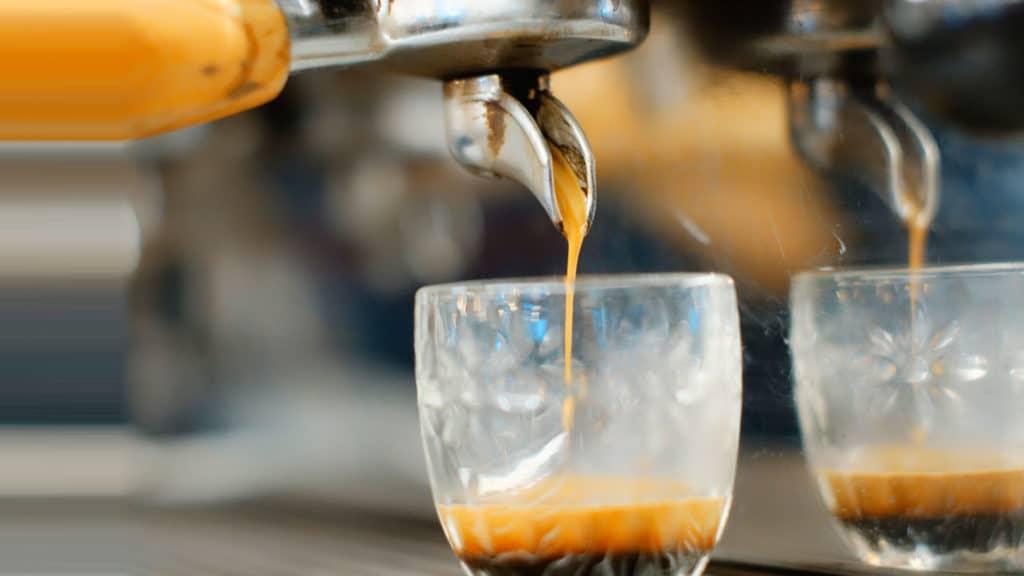Machine à café levier : les meilleures machines à espresso ou machines à expresso, les 2termes sont justes et cousins, voir article ci-dessous